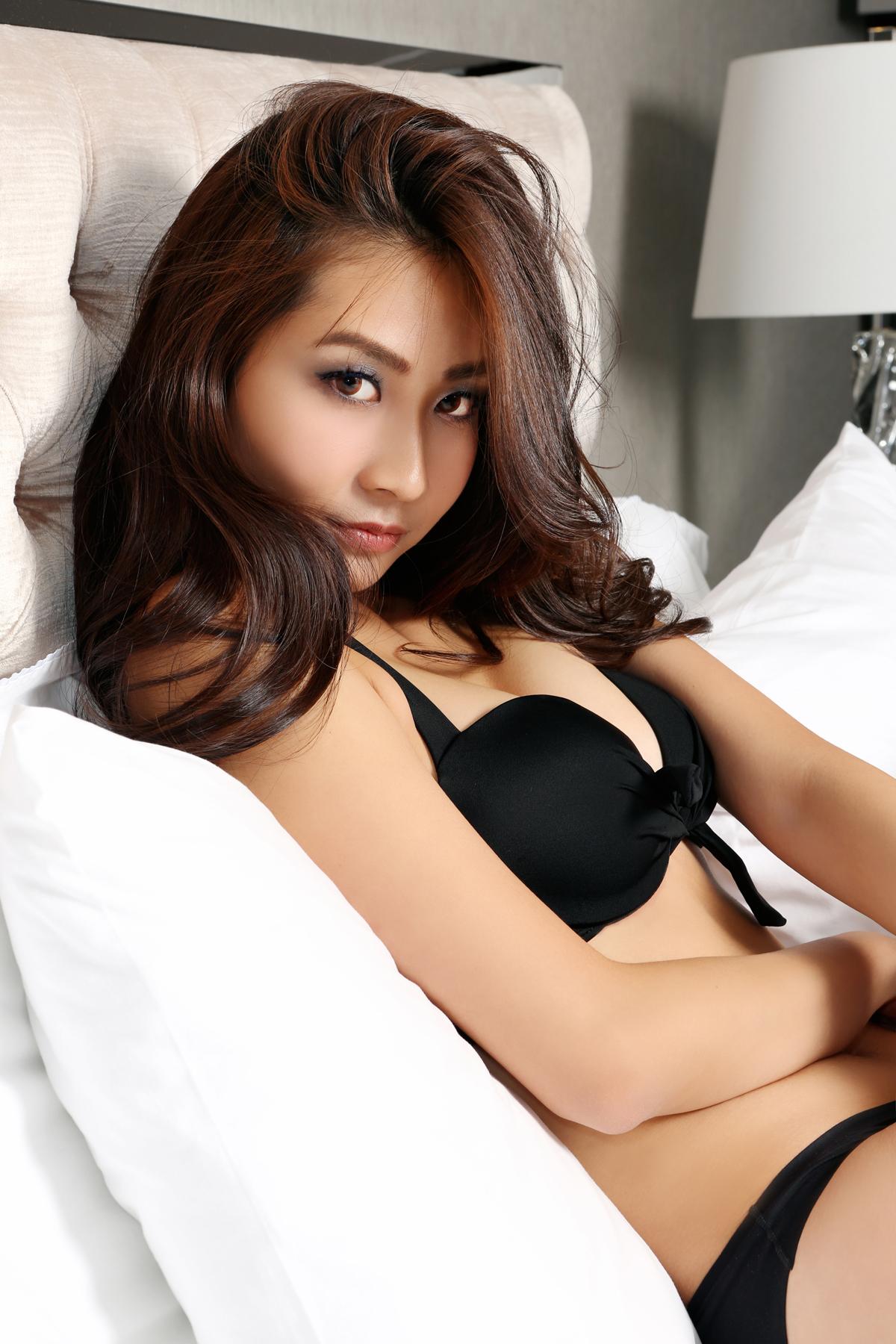 VNB magazine cover model for January issue: Virginia Liang