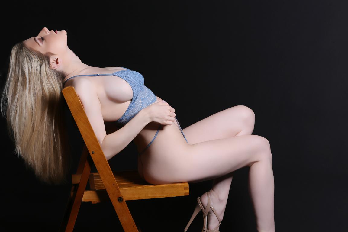 VNB magazine cover model: Alyssa Carusso